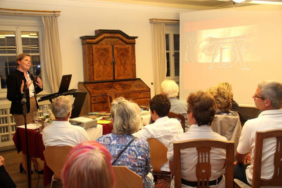 Im Anschluss an den Vortrag beantwortete die Referentin bereitwillig und mit viel Humor Fragen aus dem Publikum.